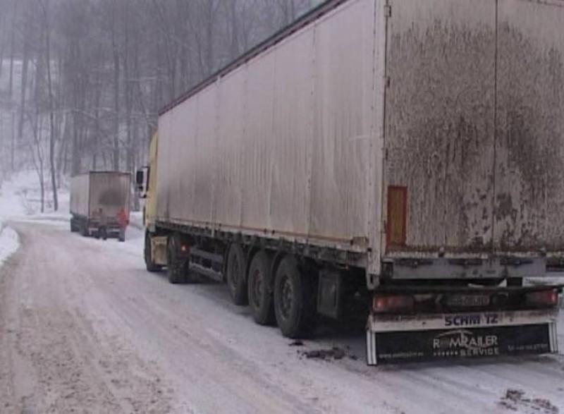 Tiruri imobilizate, tamponări produse pe fondul vitezei neadaptate la condiţiile de trafic!