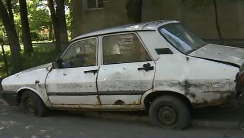 Tot mai multe mașini abandonate pe domeniul public
