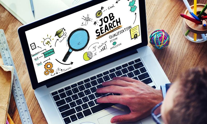 Tot mai mulți români își caută de muncă prin intermediul platformelor on-line