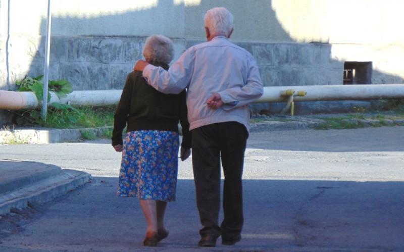 Tot mai puțini: mai puține nașteri, mai puține căsătorii, mai puțini cetățeni. Doar decesele sunt mai multe în România