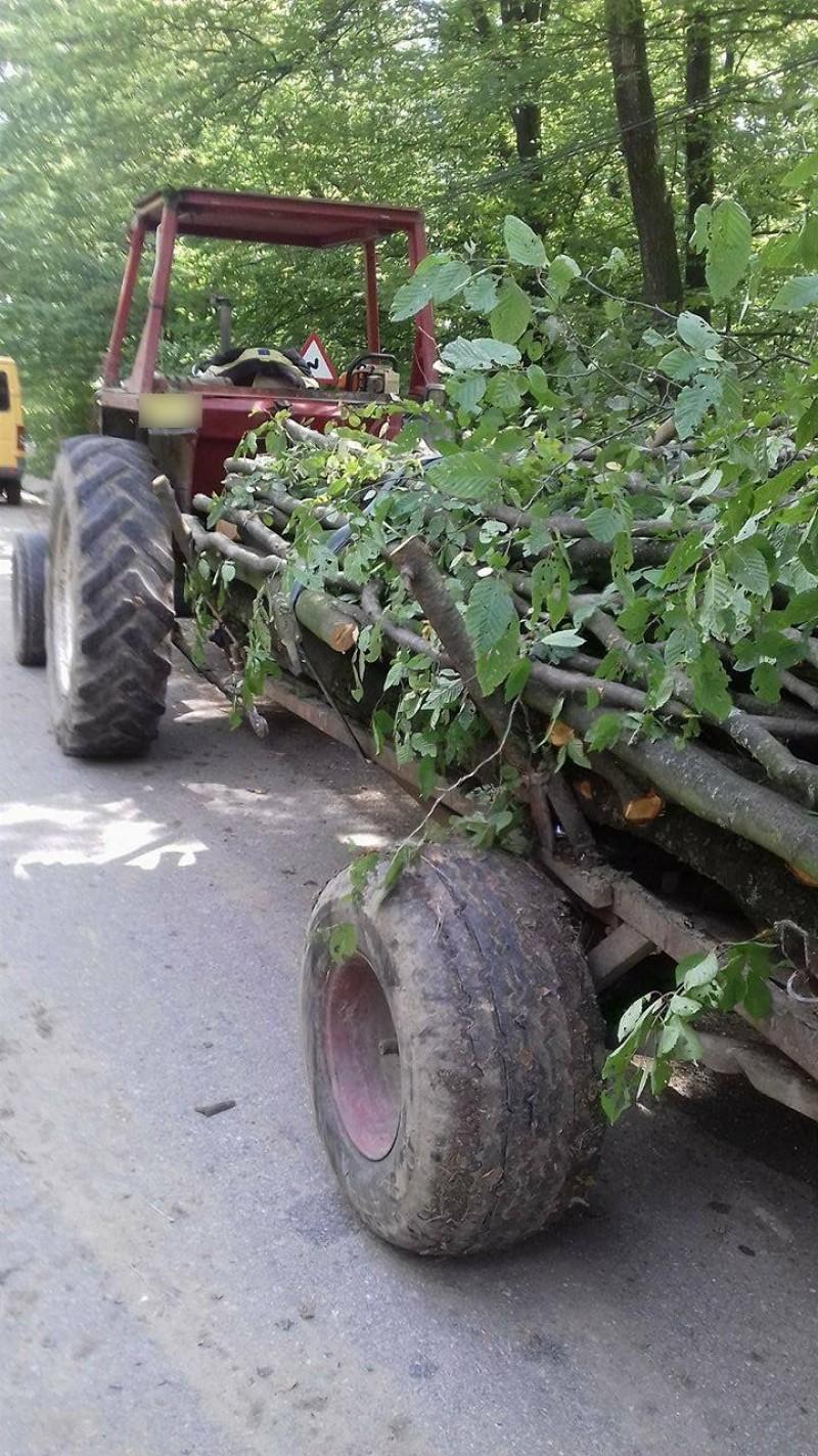 Tractorist fără permis depistat pe un drum din județul Botoșani. A crezut că îi poate păcăli pe polițiști