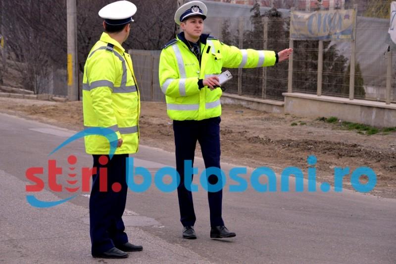 Tractorist fără permis, prins de poliţişti pe un drum judeţean