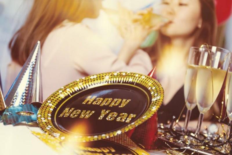 Tradiții în Noaptea de Revelion. Ce trebuie să faci și ce nu trebuie să faci pentru noroc și dragoste în anul care vine