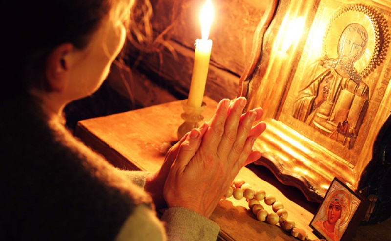 Tradițiile românilor: cea mai puternică rugăciune pe care o mama o poate spune pentru copilul său și care îl va proteja de toate rele!