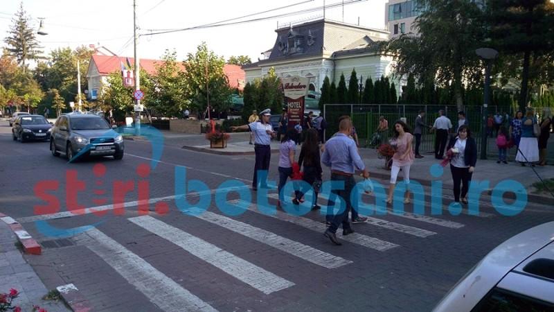 Trafic lejer în prima zi de școală, față de anii trecuți! Florăriile au fost luate cu asalt! FOTO