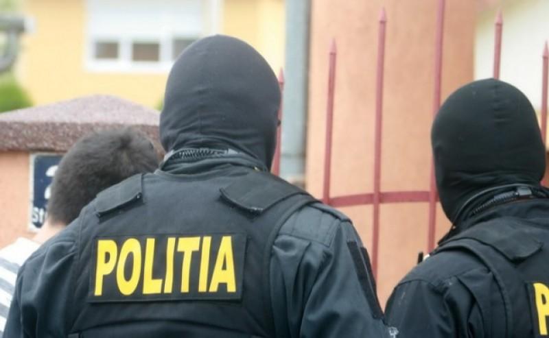 Percheziţii la Botoşani, la traficanţi de migranţi! Minori ascunşi într-o autocisternă!