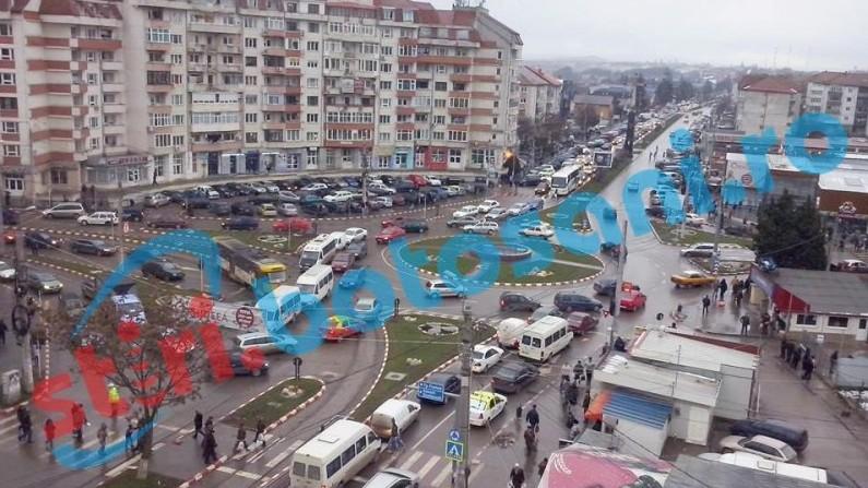 Trafic sufocat în Botoșani de șmecheri și lipsa semnalizării rutiere