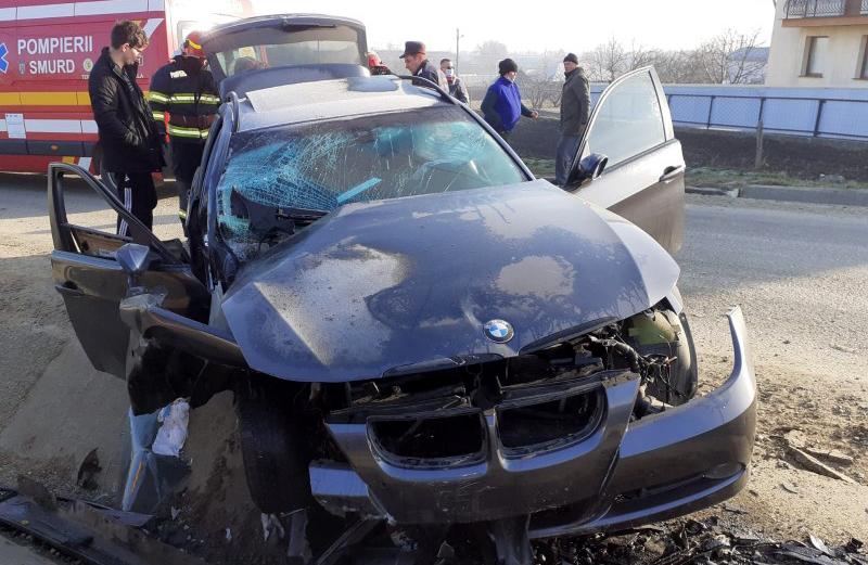 Tragedie după accidentul din această dimineață: Pasagerul din dreapta, bunicul șoferului, a murit