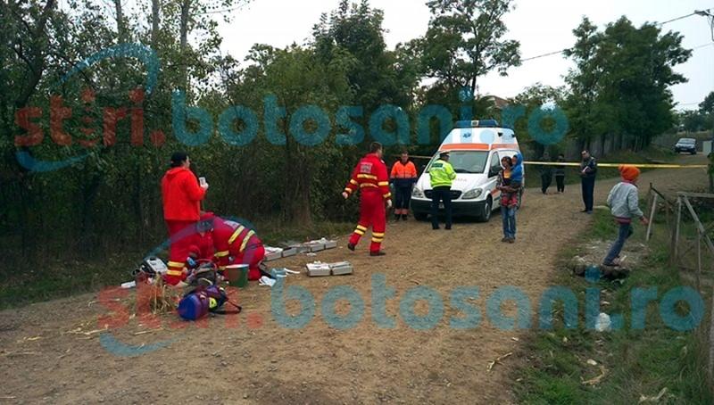 TRAGEDIE la Bălușeni! S-a răsturnat cu căruța în care se afla împreună cu copiii săi! Unul a decedat, iar altul este la spital! FOTO