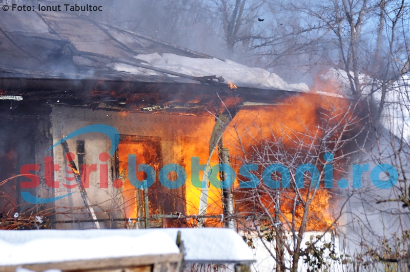 TRAGEDIE la Vlăsinești! Un bărbat a murit carbonizat, într-un incendiu puternic!