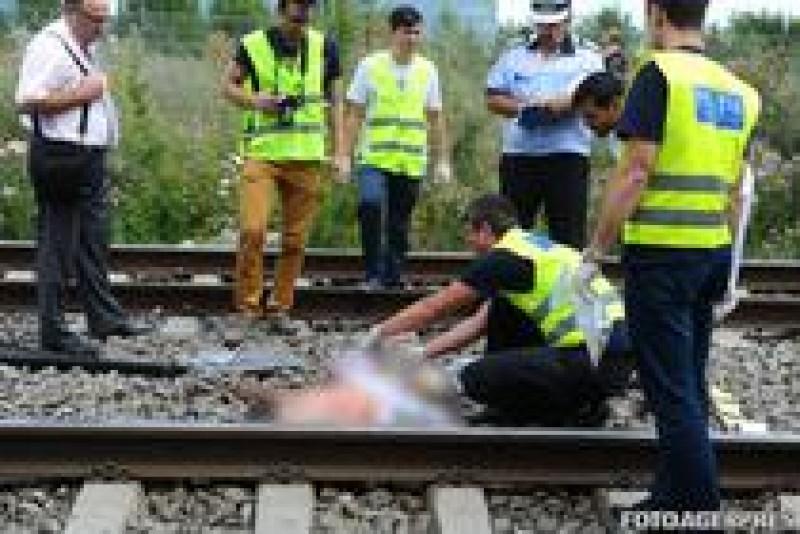 Tragedie pe calea ferata: O mamă însărcinată și trei copii au murit, după ce s-ar fi aruncat în fața trenului!
