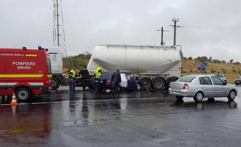 TRAGIC: Cinci tineri politişti, implicaţi într-un cumplit accident! Unul a murit, ceilalţi sunt în stare gravă!