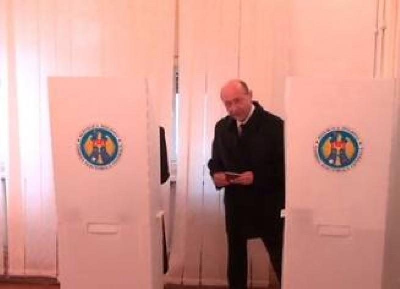 """Traian Băsescu a votat pentru alegerea președintelui Moldovei: """"Ca cetățean al Republicii Moldova..."""""""