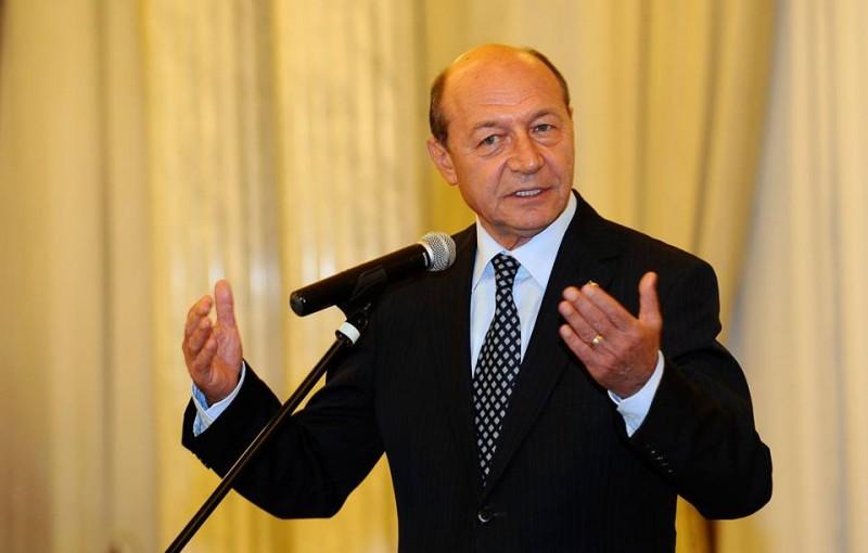 Traian Băsescu îl dă în judecată pe Igor Dodon. Cererea, depusă la Curtea Supremă de Justiţie