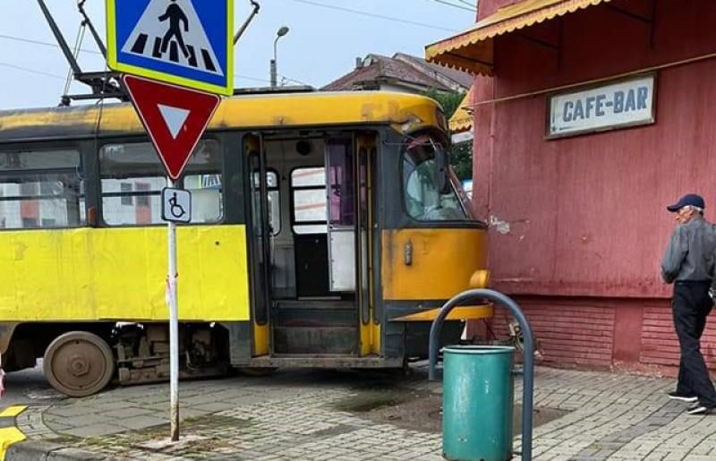 Tramvai deraiat spectaculos la Luceafărul
