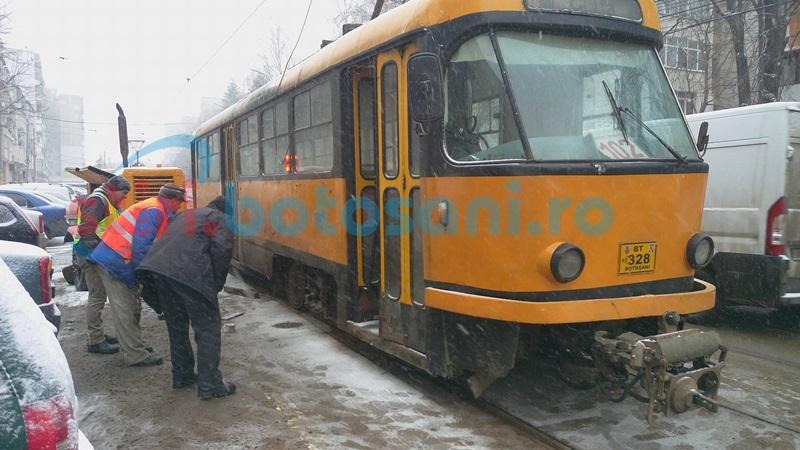 Tramvai sărit de pe şine pe strada Primăverii! Traficul este îngreunat! FOTO, VIDEO