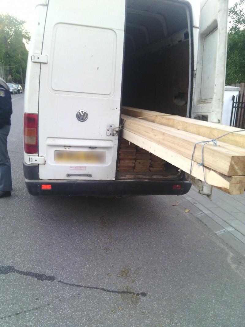 Transport ilegal de lemne depistat de polițiștii de frontieră, la Mihăileni!