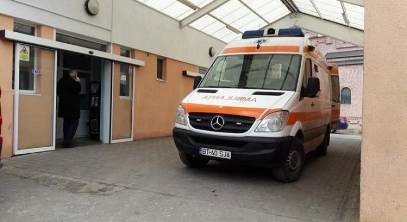 Transportat la Iași în stare gravă: Bărbat prăbușit în mijlocul drumului, după o bătaie soră cu moartea!