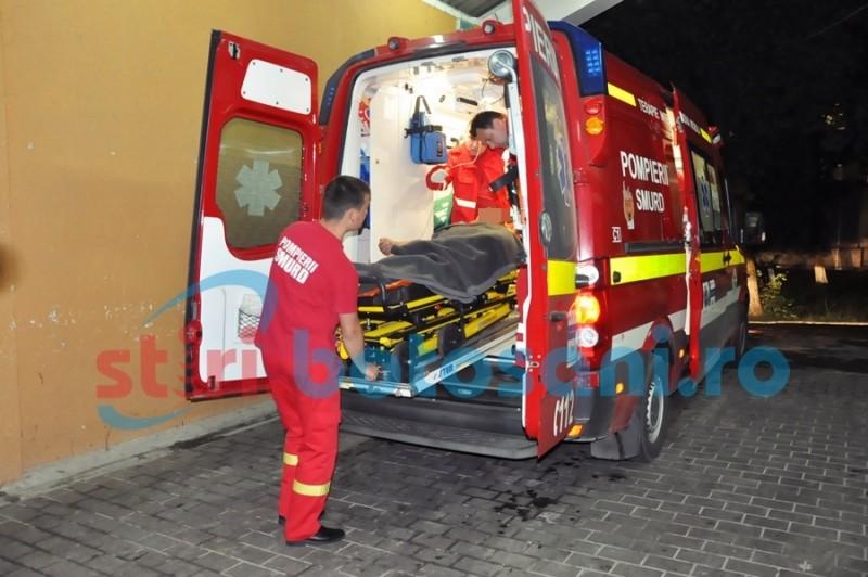 Transportat la Iași în stare gravă, după ce s-a înjunghiat în fața soției!