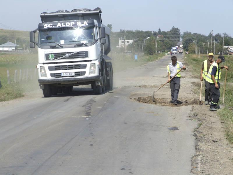 Transportatorii, pusi la plata pentru drumurile stricate!