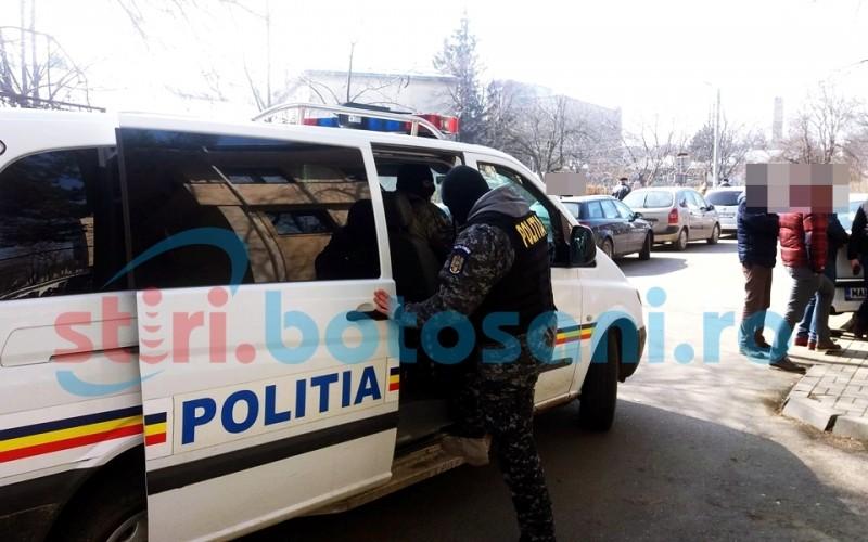 Trei comune din județul Botoșani, rascolite de mascați! Vezi ce au căutat polițiștii!