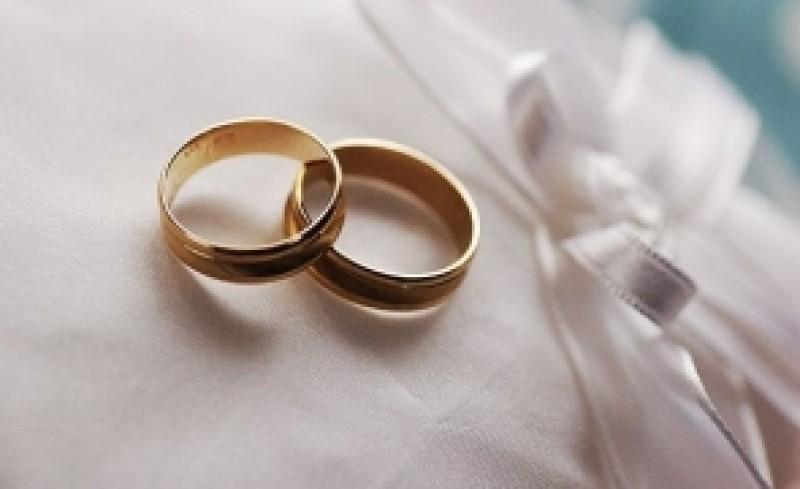 Trei cupluri din Botoșani s-au căsătorit, în ciuda restricțiilor impuse de autorități. La eveniment au putut participa doar mirii și doi martori