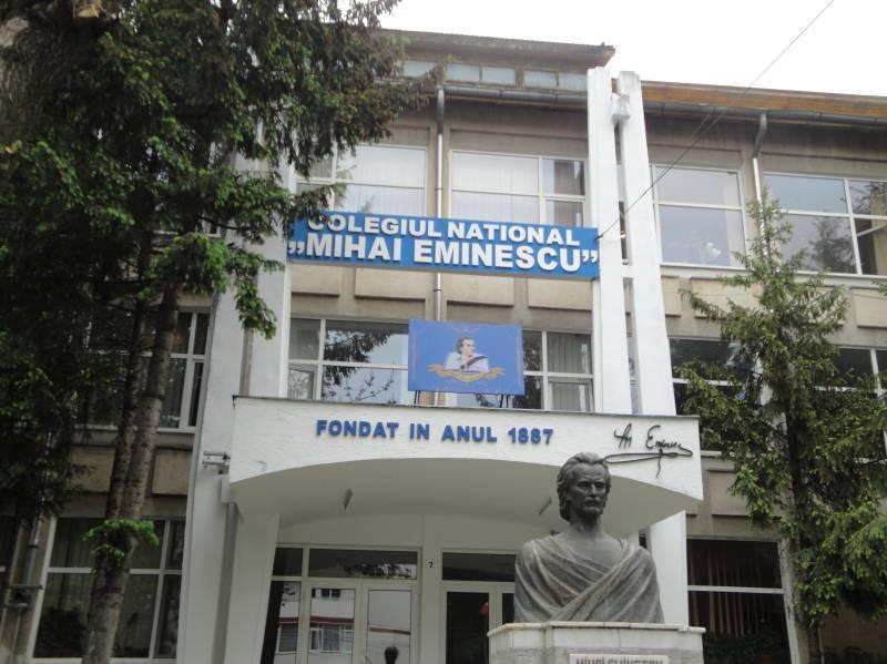 """Trei elevi de la """"Eminescu"""" depistați cu Covid-19"""