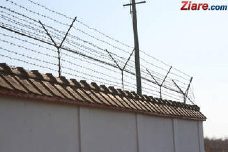 Trei fosti sefi din Politie au castigat zeci de mii de lei in instanta, pentru ca i-au muscat plosnitele in arest