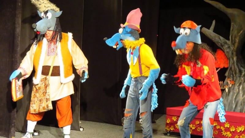 Trei lupi și o Scufiță Roșie, la Teatrul Vasilache Botoșani! FOTO, VIDEO