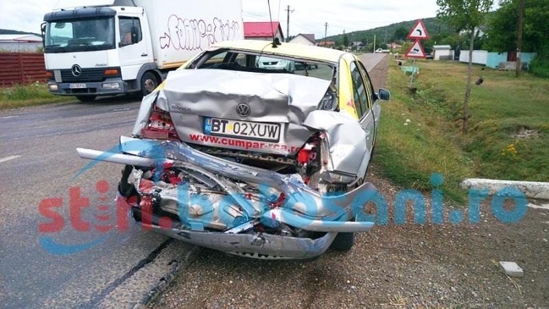 Trei masini avariate la Copalau! Un taxi prins intre o alta masina si o autoutilitara! FOTO