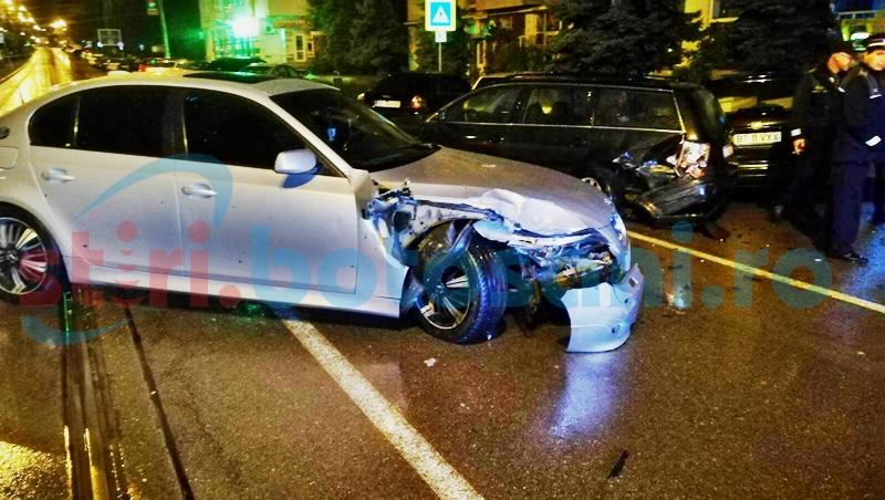 Trei mașini distruse de un BMW scăpat de sub control! Șoferul era băut! FOTO