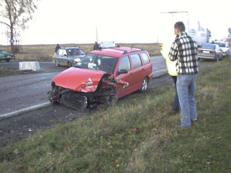 Trei masini distruse de un sofer grabit