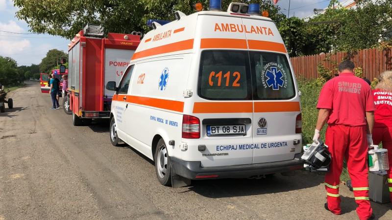 Trei persoane căzute în beci, salvate de oamenii din sat!
