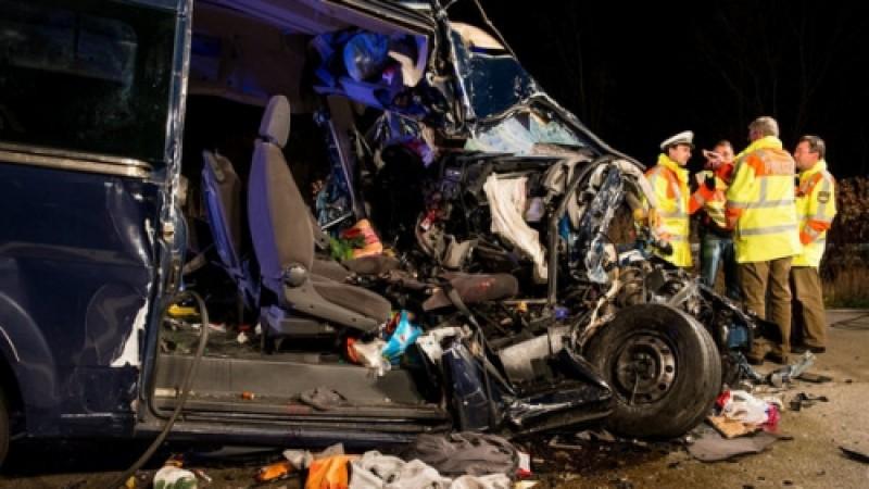 Trei români au murit într-un accident de microbuz, în Germania