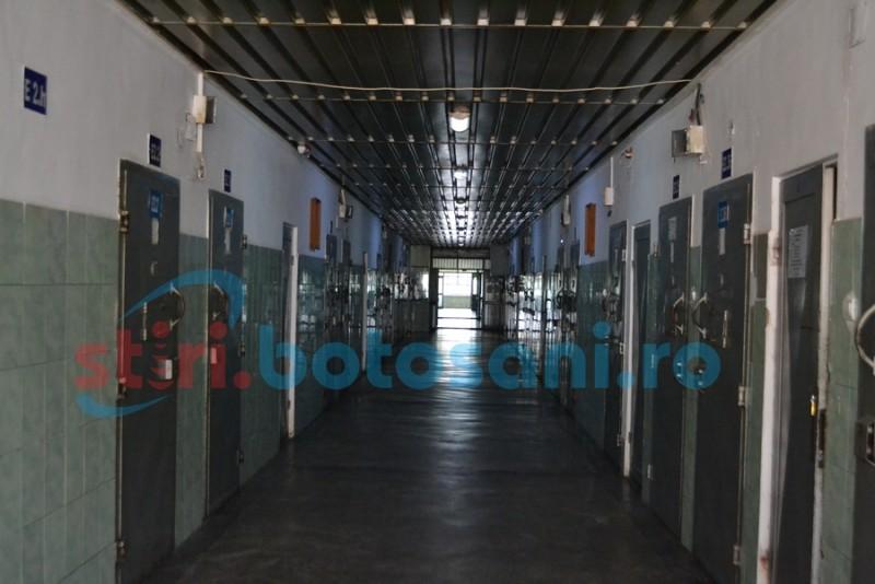 Trei suceveni au fost aduși în cătușe la Penitenciarul din Botoșani