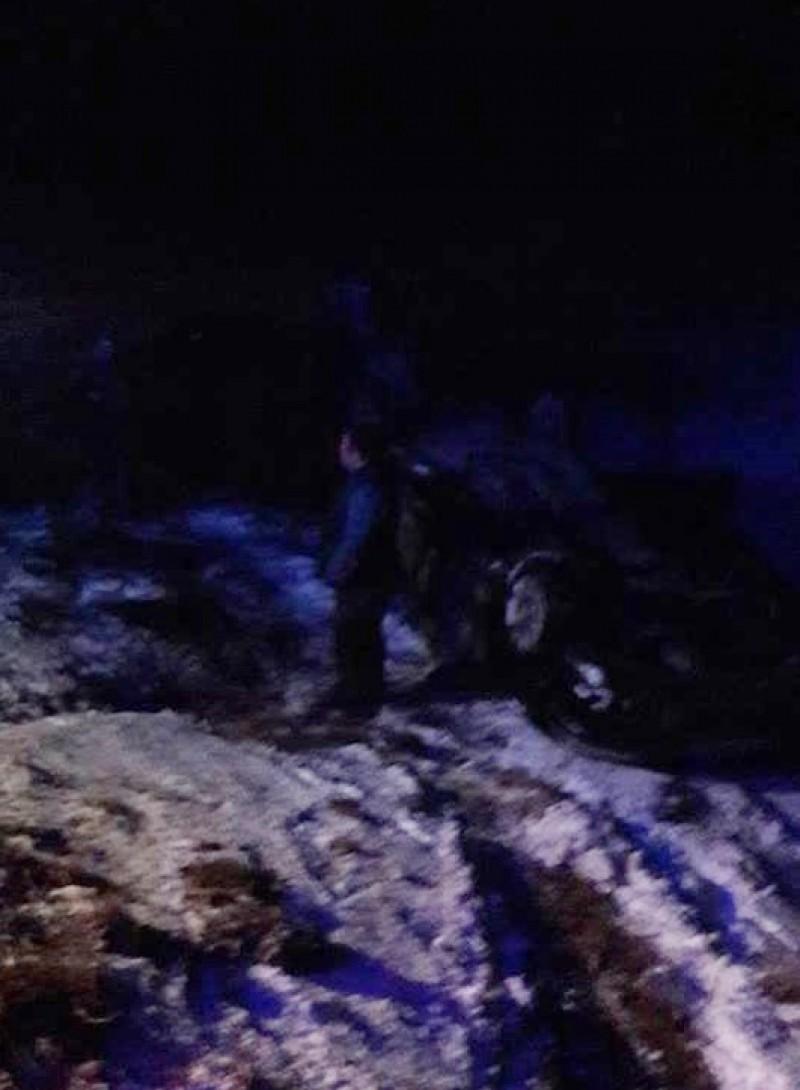 Trei tineri s-au răsturnat cu maşina, la Zosin!