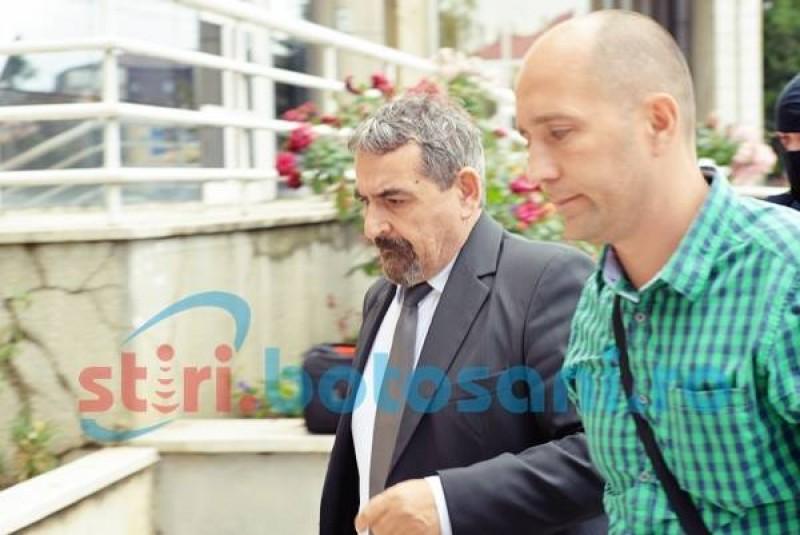 Tribunalul Botoșani a decis în cazul scandalului subvențiilor acordate APIA: fost director achitat, iar un afacerist și un fost primar sunt condamnați