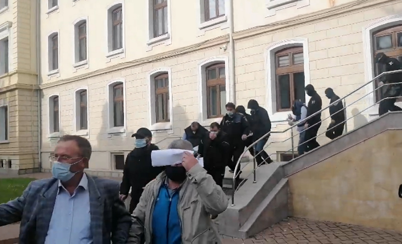Tribunalul Suceava: Opt polițisti de la Rutiera Botoșani arestați preventiv!