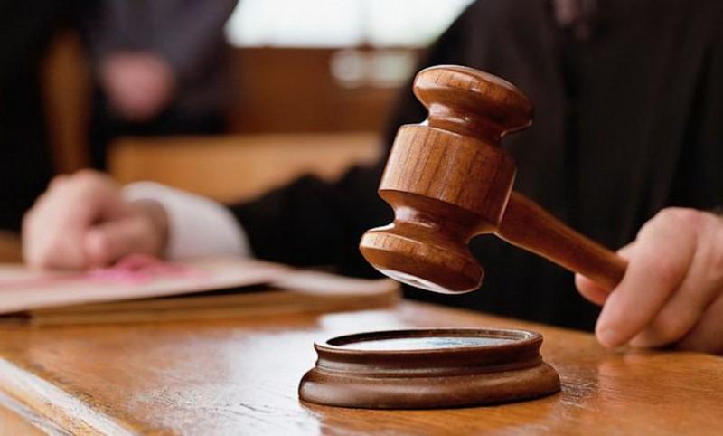 Trimis în judecată pentru un atac cu toporul, comis acum patru ani
