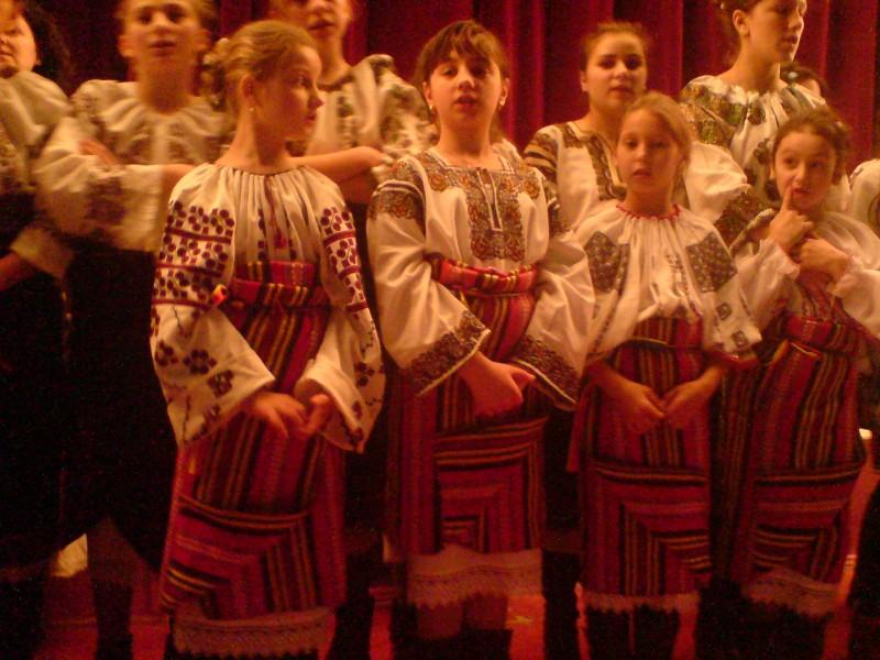 "TROFEUL Festivalului ""Trec Magii prin Vatra Moldovei"", castigat de Ansamblul coral cameral al profesorilor din Dorohoi FOTO"