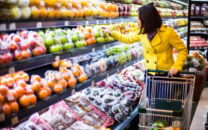 Trump vrea ca americanii să cumpere produse americane. La noi, supermarketurile se pregătesc să-și pună secretar de stat să le protejeze importurile!