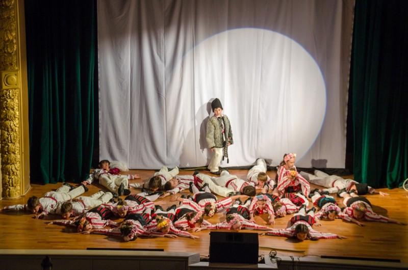 """Trupa de teatru MiniART din Botoșani a câștigat trofeul Festivalului național de teatru pentru elevi """"George Constantin"""" FOTO VIDEO"""