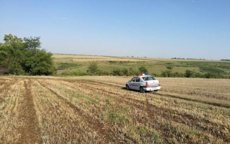 Trupul neînsufleţit al unei adolescente, descoperit pe un câmp din Iaşi. Poliţiştii fac cercetări