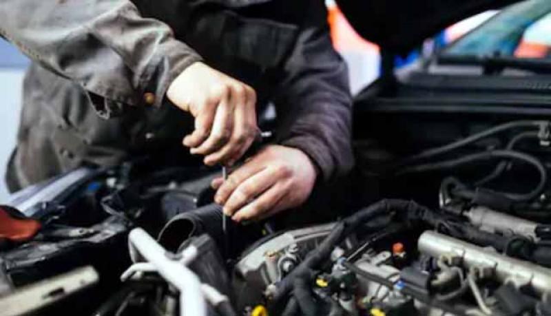 Tu unde îți repari mașina? Un mecanic a tras o țeapă de 6000 de euro și i-a scos din minți pe mai mulți botoșăneni. Unul a pus plângere la poliție, iar mecanicul a fost arestat preventiv