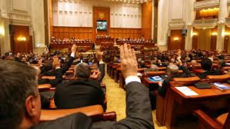 UDMR a retras proiectul privind Ziua Maghiarilor. Un deputat PNL a pus o melodie pentru Transilvania care s-a auzit in toata sala de sedinte!