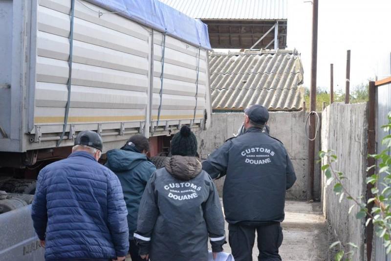 Umilința la care a fost supus un om de afaceri din Botoșani: Ținut peste 30 de ore în Vamă și lăsat să plece doar sub escortă! FOTO, VIDEO