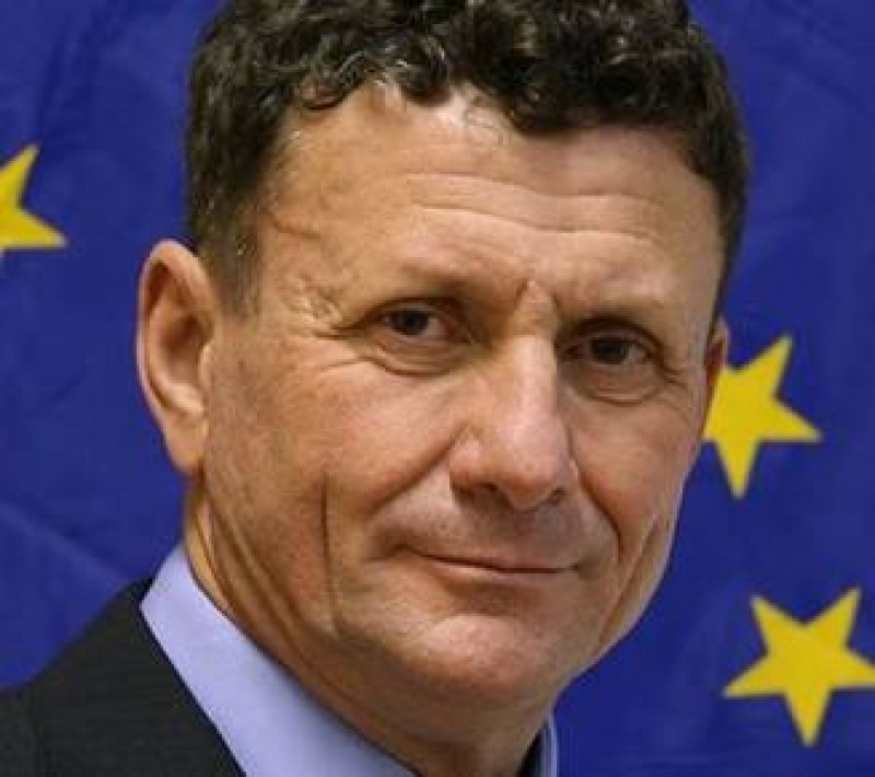 Un academician cere Parlamentului sa schimbe imnul: Inspira tristete! Insulta, denigreaza neamul romanesc