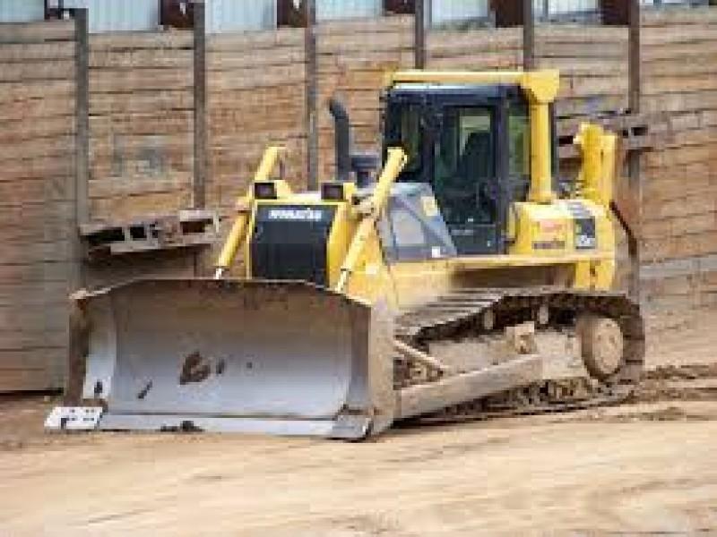 Un afacerist din Iași este judecat, după ce a urmărit cu buldozerul soțul amantei sale