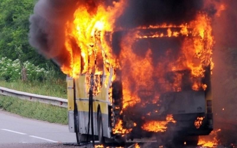 Un autocar plin cu pasageri a luat foc pe o autostrada din Germania: 31 sunt raniti grav si 17 disparuti!