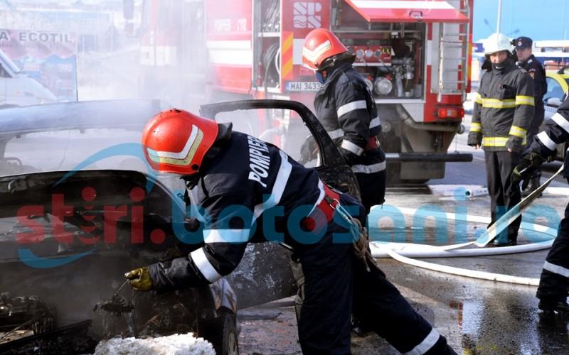 Un autoturism a luat foc pe drumul Botoşani-Dorohoi!